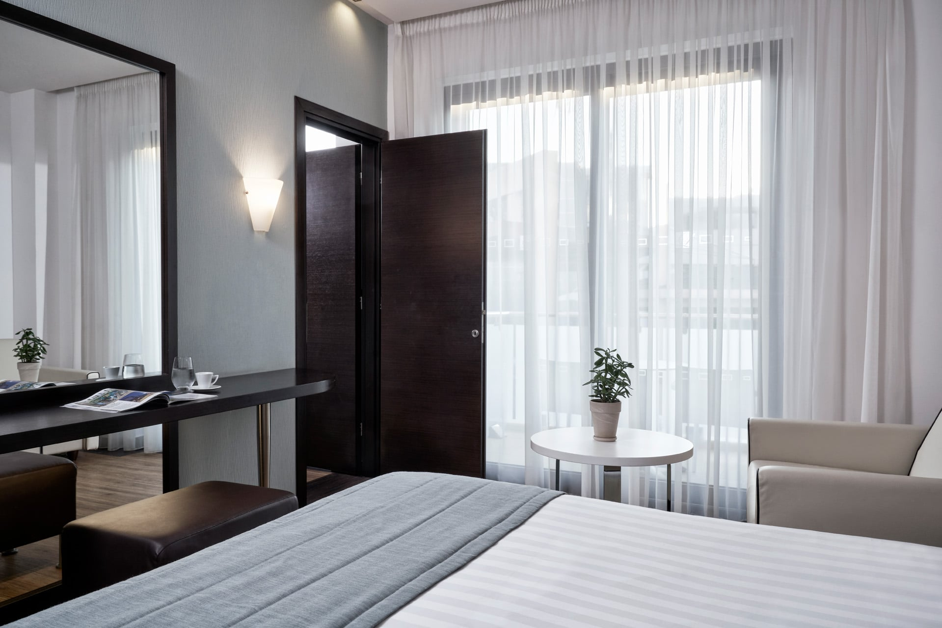 2-deluxe-family-room