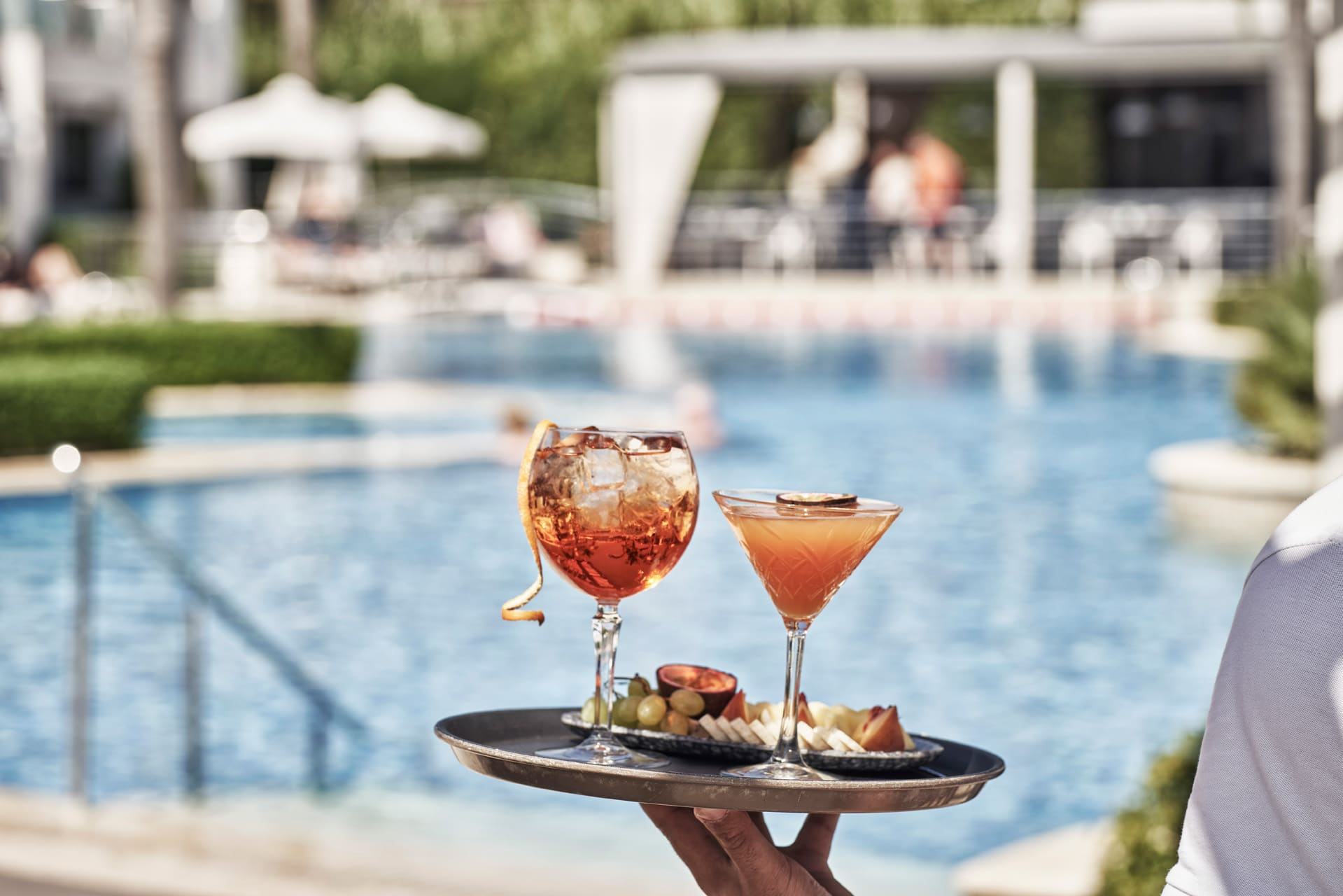 Cocktails_by_the_pool_tsilivi_zakynthos_Lesante_Classic